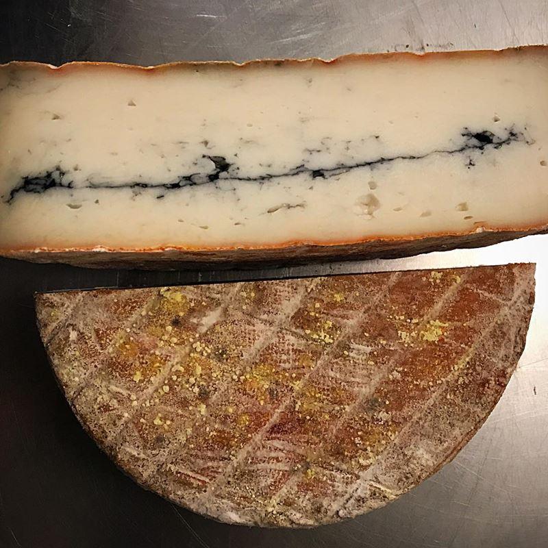 Сорта французского сыра - Морбье, полумягкий с полоской древесного угля