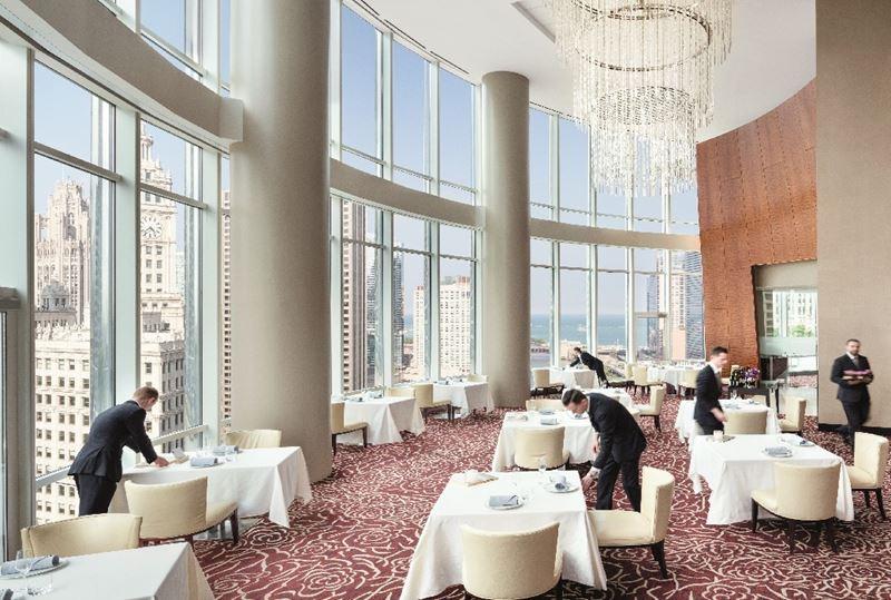 Высокие панорамные рестораны: Sixteen в Международной гостинице и башне Трампа (Чикаго, США)