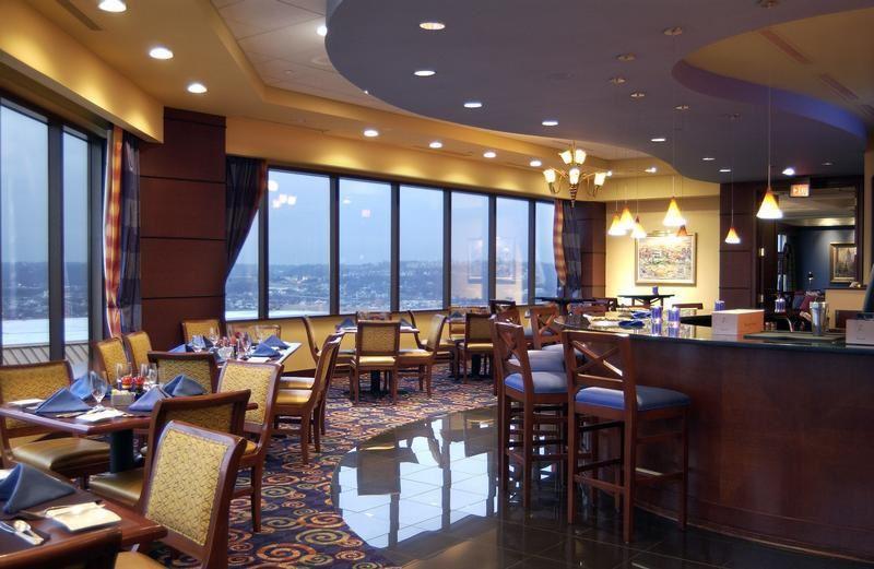 Высокие панорамные рестораны: The Metropolitan Club в небоскрёбе Willis Tower (Чикаго, США)