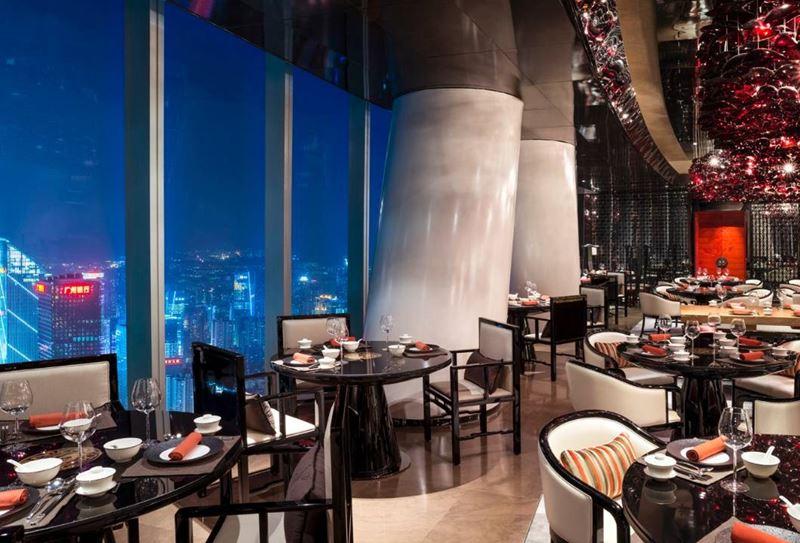 Высокие панорамные рестораны: The Four Seasons в Международном финансовом центре Гуанчжоу (Китай)
