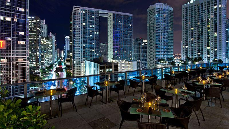 Высокие панорамные рестораны: Area 31 в отеле Kimpton EPIC (Майами, США)