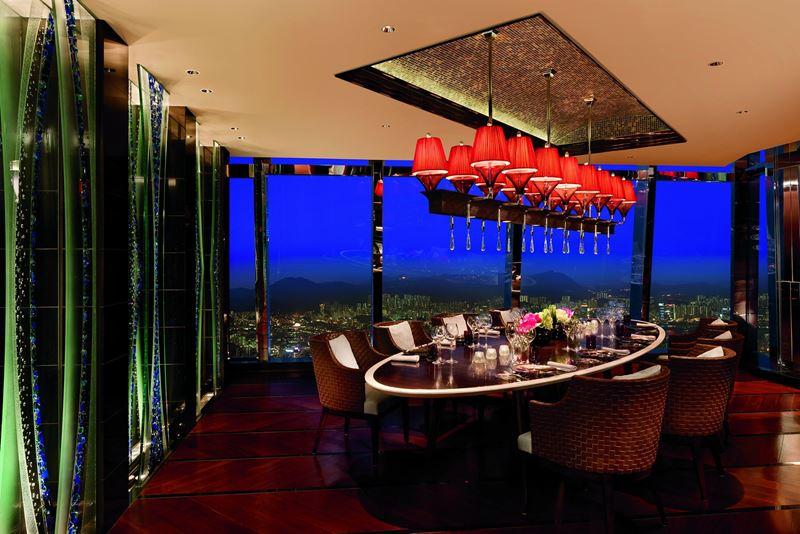 Высокие панорамные рестораны: Tosca в отеле The Ritz-Carlton в Международном коммерческом центре Гонконга (Китай)