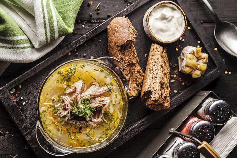Рецепты вкусных и сытных мясных супов - Щи из квашеной капусты со свининой