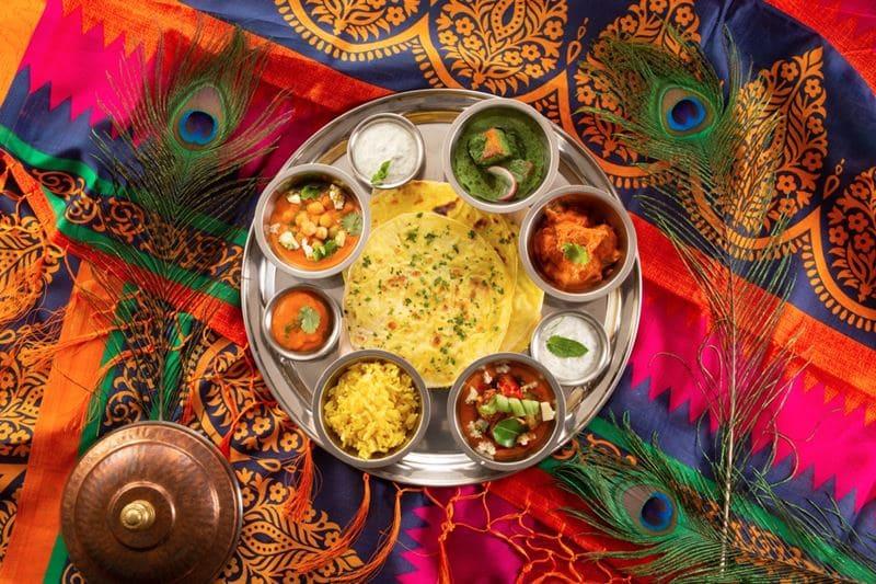 Блюда индийской кухни в ресторане «Шикари» - сет Тали