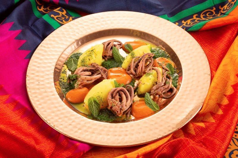 Блюда индийской кухни в ресторане «Шикари» - Тадж-кальмар