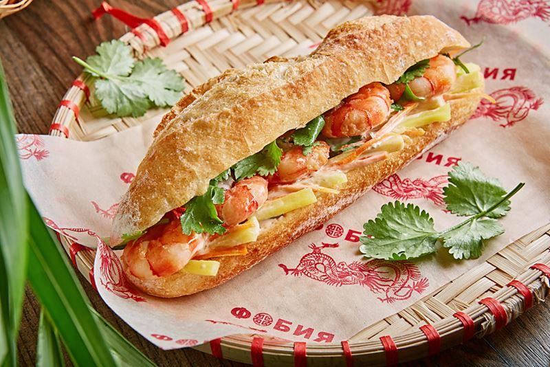 """Сэндвич Банх ми с креветками в корнере """"Фобия"""" на Центральном рынке"""