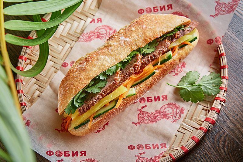 """Сэндвич Банх ми с ростбифом в корнере """"Фобия"""" на Центральном рынке"""