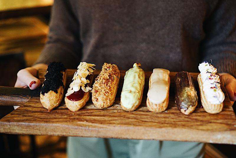 Антикондитерская: в «Винном Базаре» на Никитском бульваре можно попробовать не-сладкие эклеры
