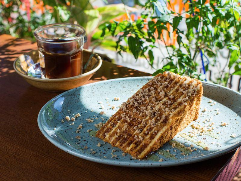 Простой рецепт медовика от шеф-повара Saperavi Cafe