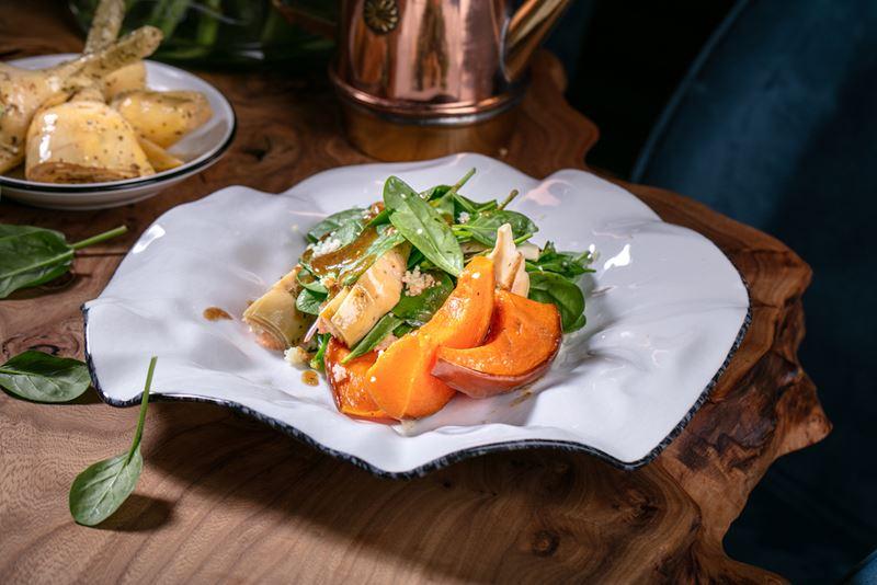 Салат с кус-кусом, тыквой и артишоками от шеф-повара Scrocchiarella Тициано Казилло