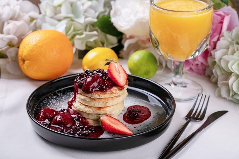 Рецепт панкейков с горячими ягодами от шеф-повара ресторана Beer Pairing Сергея Горюнова