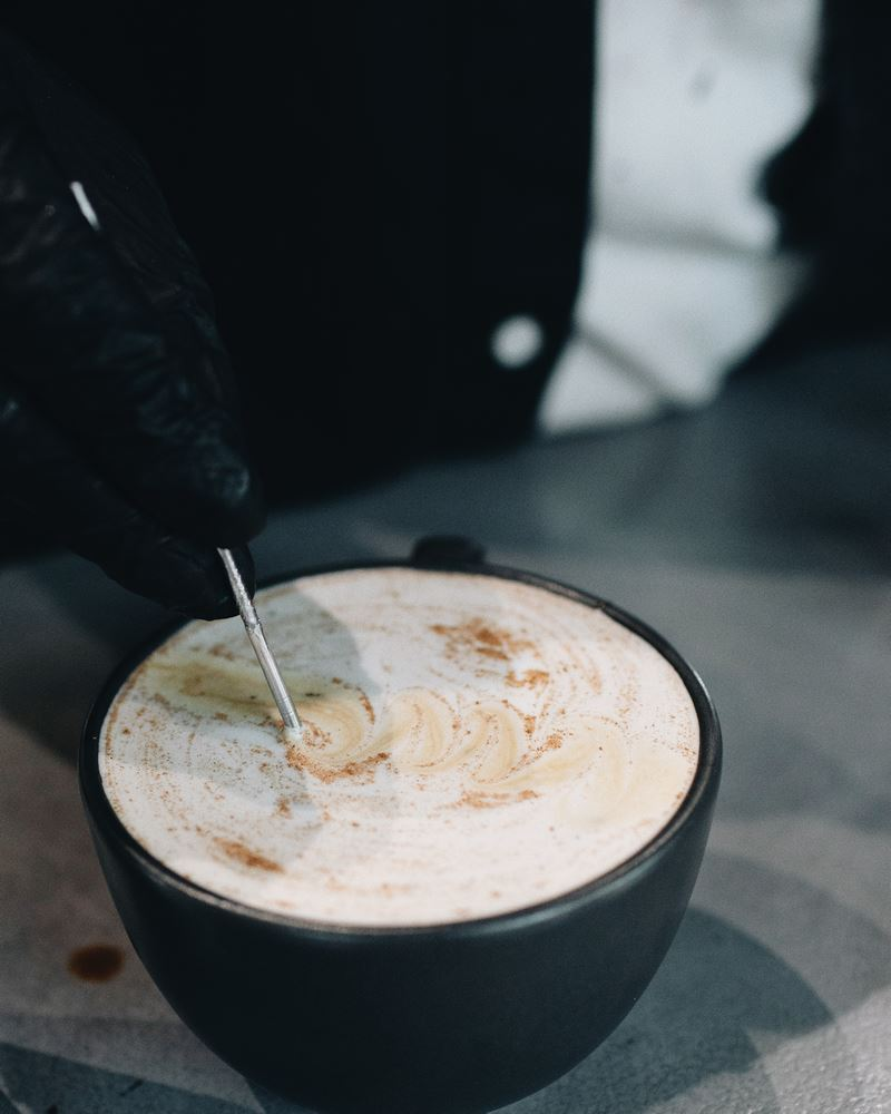 Зимние безалкогольные напитки в Sibaristica Coffee Roasters - Латте глинтвейн