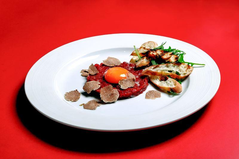 фестиваль трюфеля в ресторане Accenti в ноябре 2020 - тартар из говядины с трюфелем