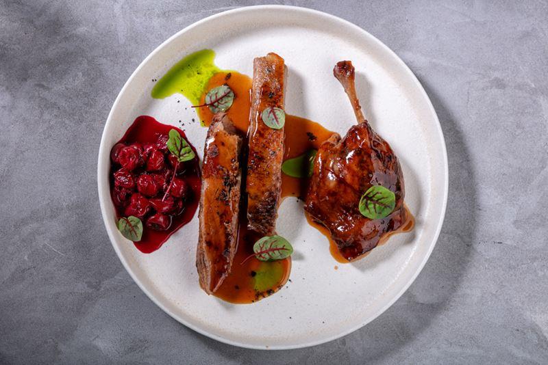 Ресторан Sybarite - Утка с вишнёвым вареньем