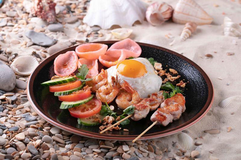 блюда индонезийской кухни в меню ресторана «Шикари» - Наси горенг