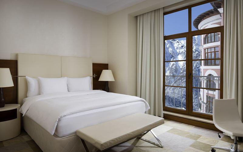 Новый отель в Сочи: Novotel Congress Красная Поляна - интерьер номера 1