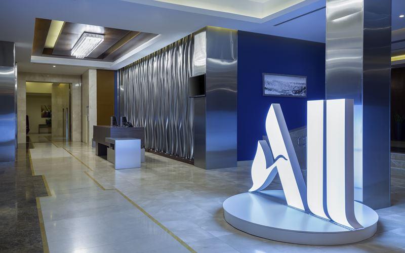 Новый отель в Сочи: Novotel Congress Красная Поляна - лобби 2