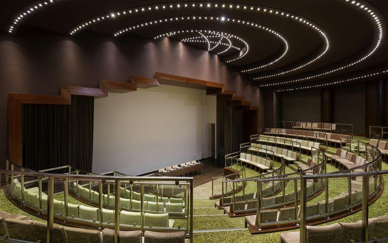 Новый отель в Сочи: Novotel Congress Красная Поляна - конференц-зал 1