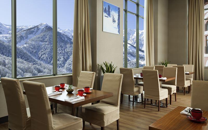 Новый отель в Сочи: Novotel Congress Красная Поляна - ресторан 2