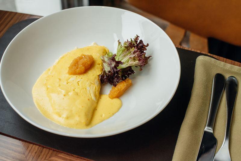 Европейские завтраки в Riesling Boyz - Французский омлет с щучьей икрой и козьим сыром