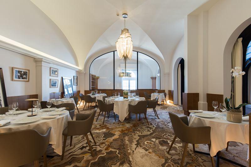 Chais Monnet Hotel & Spa - Ресторан Les Foudres