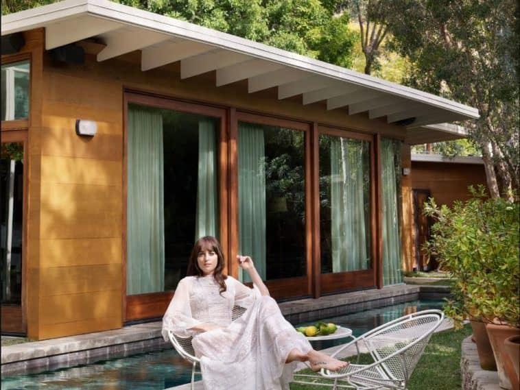 Интерьер дома Дакоты Джонсон в Лос-Анджелесе - снаружи