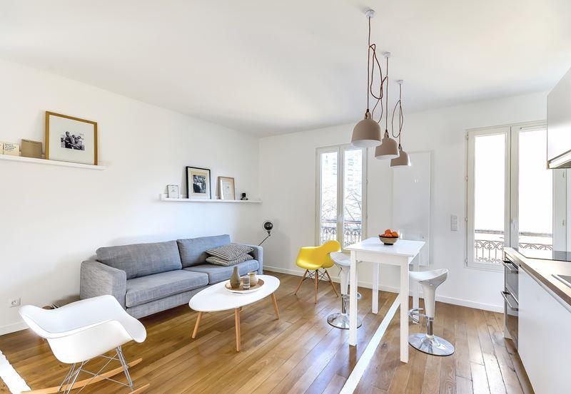 Интерьер квартиры-студии в 30 м² с зонированием - зона гостиной