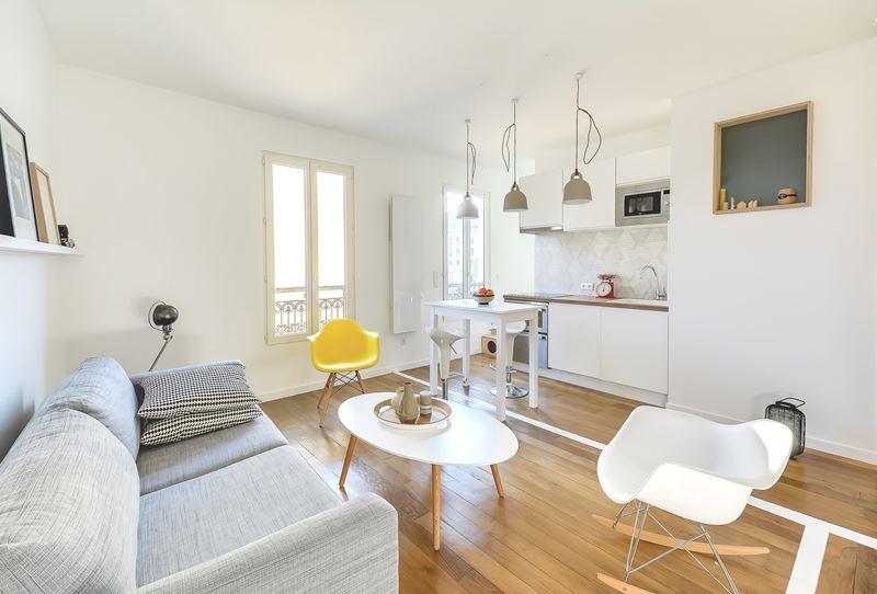 Интерьер квартиры-студии в 30 м² с зонированием - кухня и гостиная