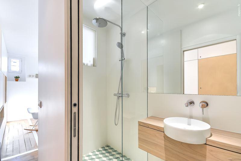 Интерьер квартиры-студии в 30 м² с зонированием - ванная