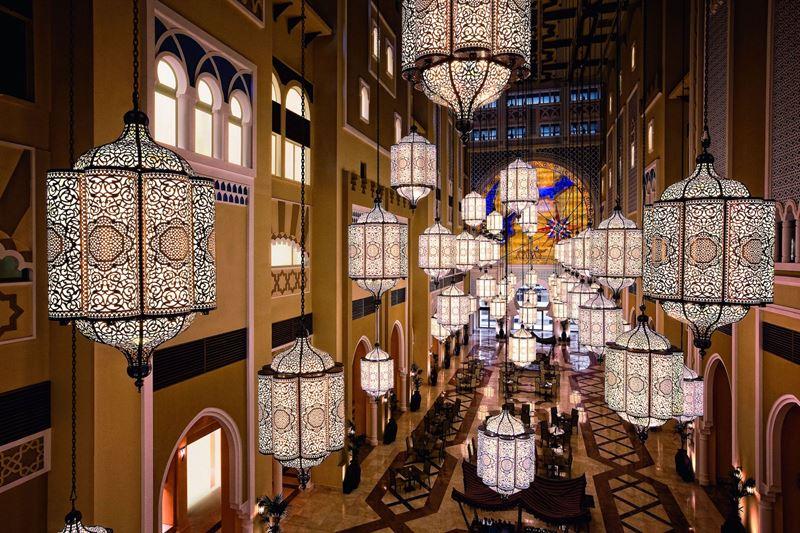 Весна в Дубае: куда сходить туристу в Рамадан - световые украшения