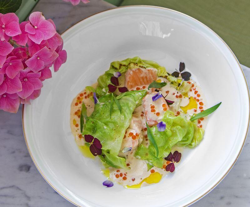 Ресторан Ladurée à-la Russe - Копчёный лосось с капустой и икорным соусом