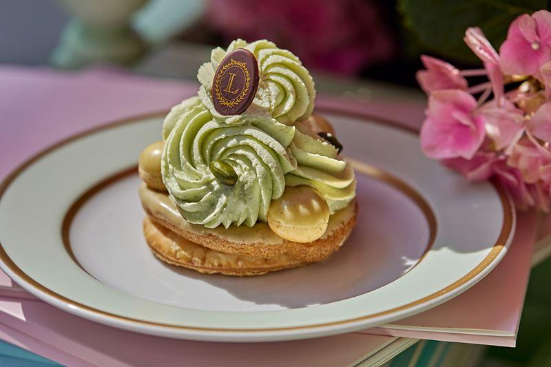 Ресторан Ladurée à-la Russe - фисташковый десерт «Сент-Оноре»