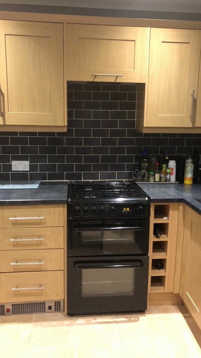 Британка перекрасила деревянную кухню - кухня до ремонта