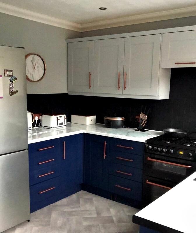 Британка перекрасила деревянную кухню - кухня после перекрашивания