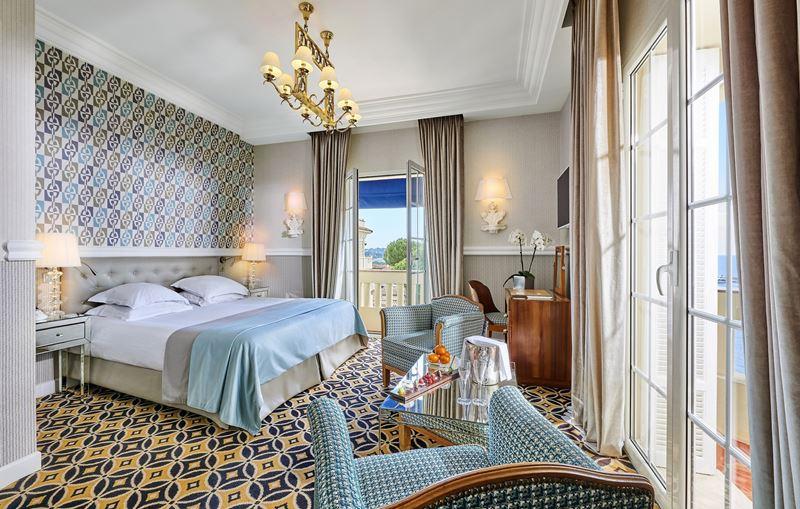 Отель Belles Rives (Франция, Лазурный берег) – бежево-голубые тона в интерьере
