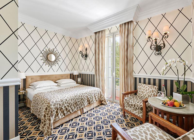 Отель Belles Rives (Франция, Лазурный берег) – принты в дизайне интерьера