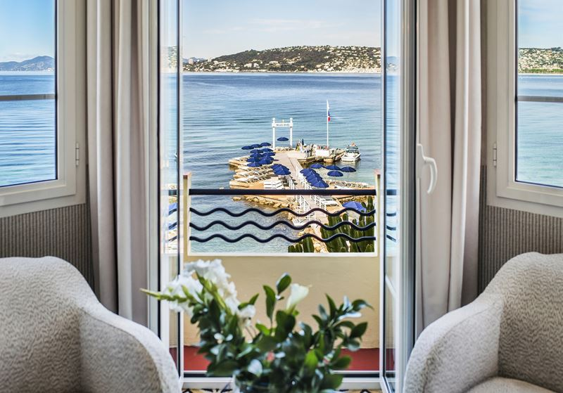 Отель Belles Rives (Франция, Лазурный берег) – вид из окна на море
