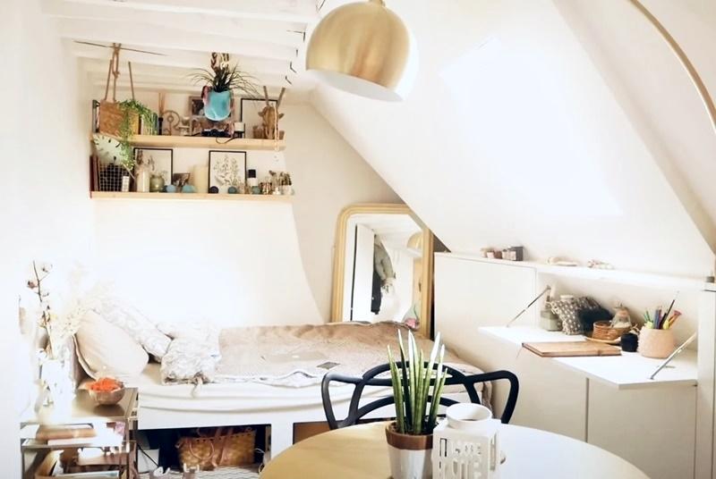 Француженка показывает квартиру в Париже 17 м² - Спальная и рабочая зона