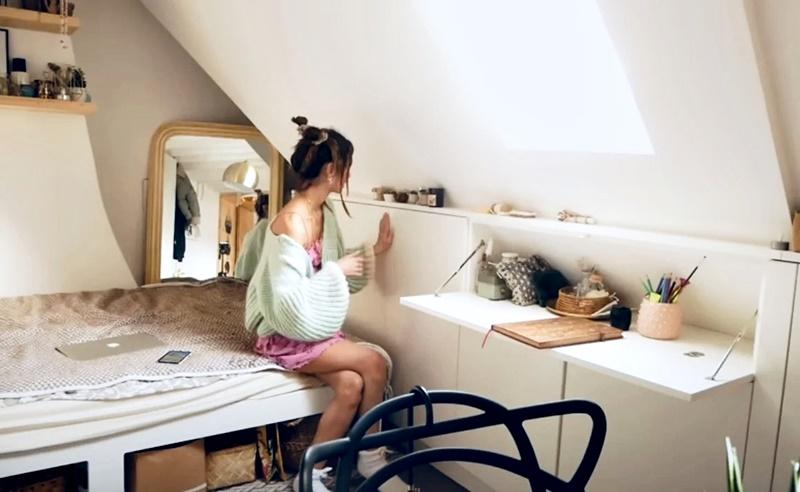 Француженка показывает квартиру в Париже 17 м² - откидной стол