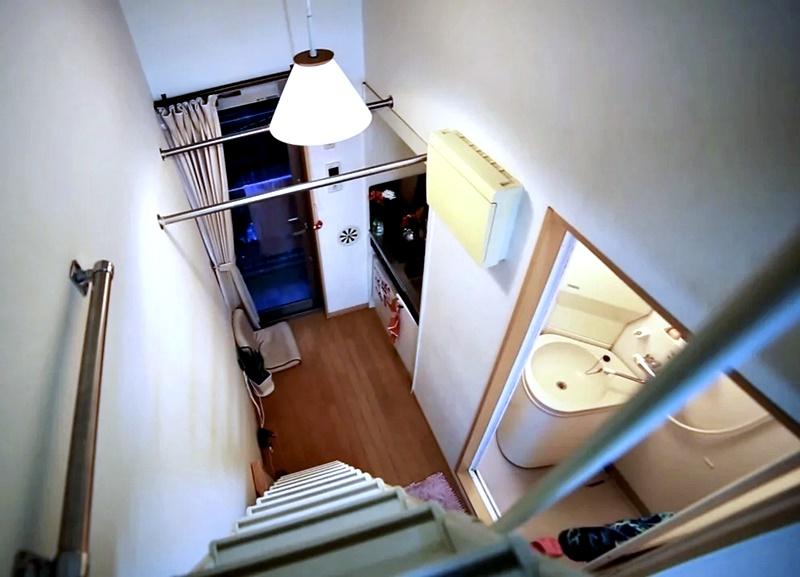 Австралийка квартира в Токио 8 м² - Вид со второго уровня, где организовано спальное место