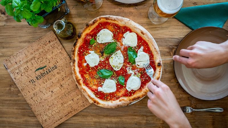 Пицца Маргарита в траттории Il Rosmarino