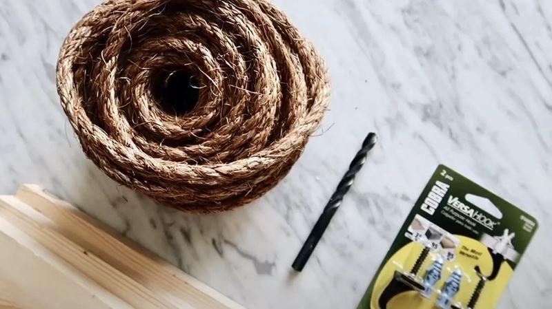 Уютная маленькая кухня - верёвка и доски