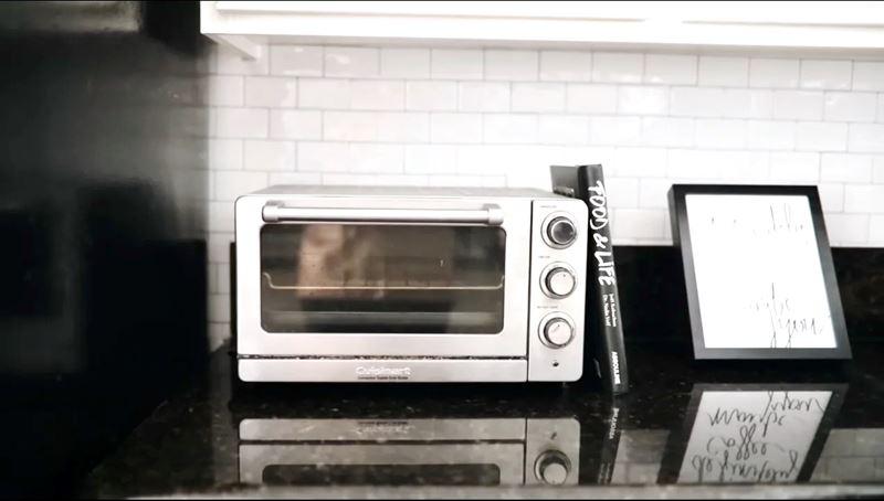 Уютная маленькая кухня - книга и фоторамка