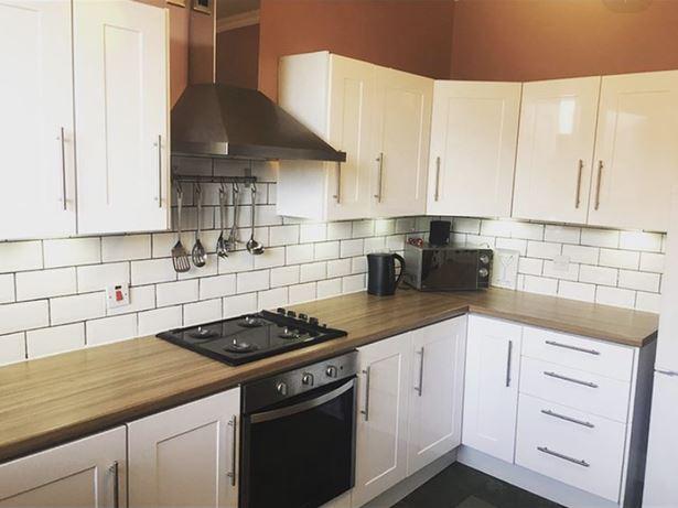 Перекрасила белую кухню - до ремонта