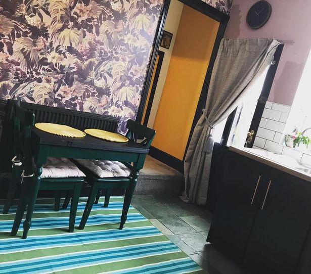 Перекрасила белую кухню - стены и стол