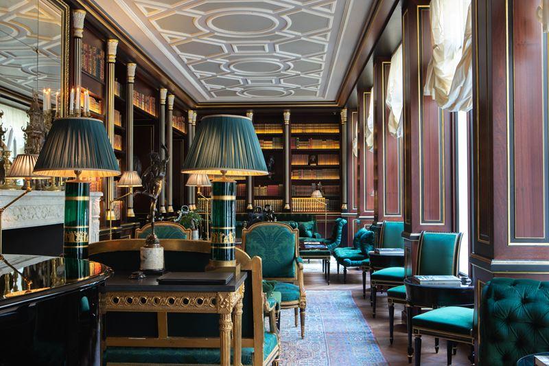 Библиотека герцога де Морни в отеле La Réserve Paris -
