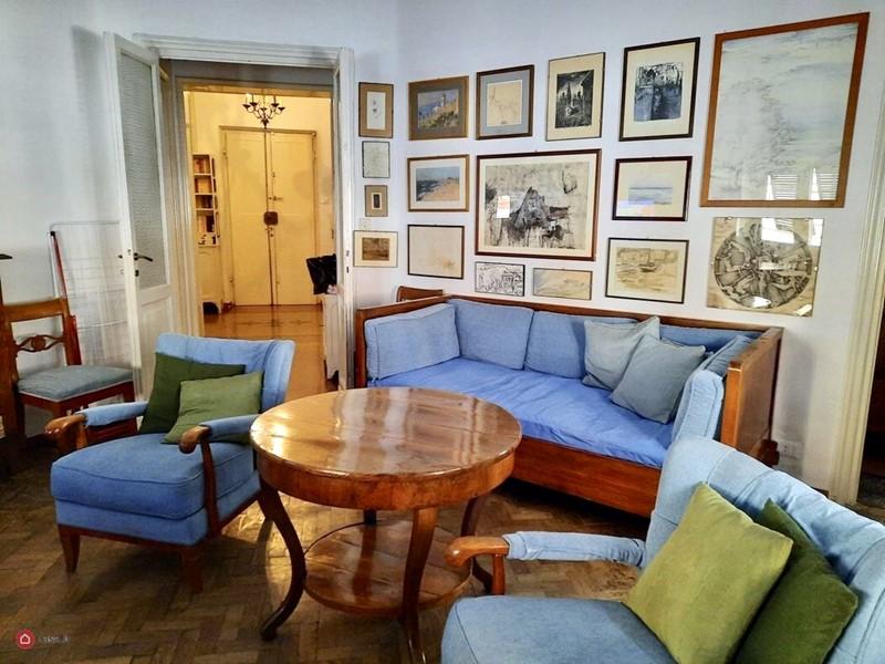 Интерьер квартиры в центре Рима 110 м² - Гостиная и прихожая