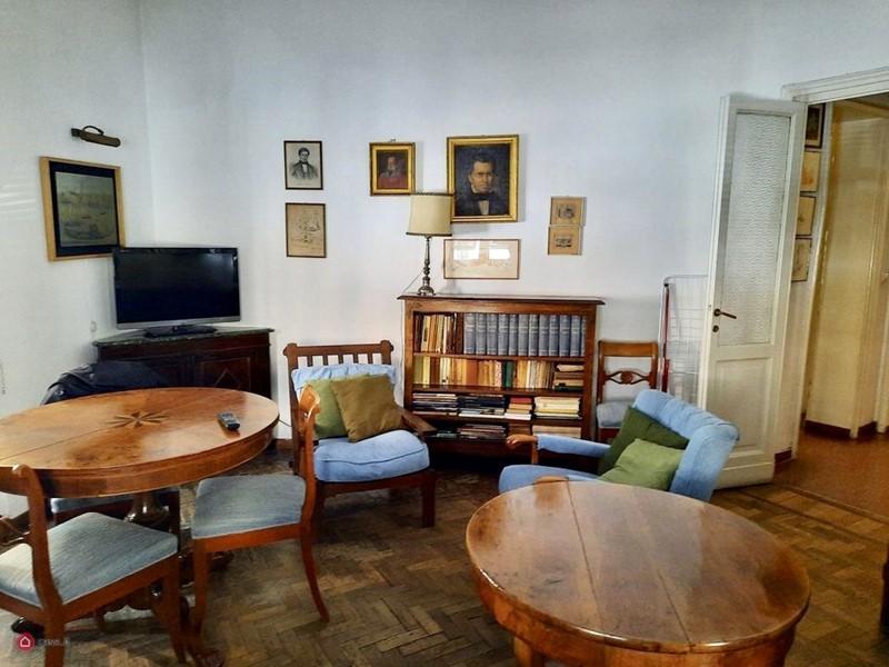 Интерьер квартиры в центре Рима 110 м² - современный телевизор