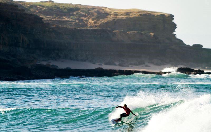 Серфинг и водные активности в Лиссабоне - волна