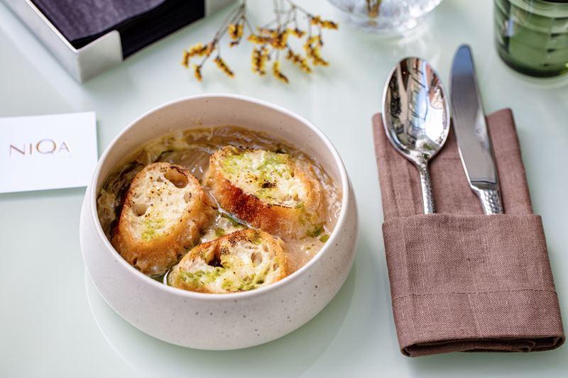Французская кондитерская NIQA на Тверском бульваре - Луковый суп